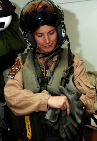 アメリカ海軍、初の女性cagが誕生 Flyteam ニュース