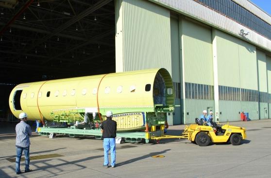 MRJ 初号機の最終組立