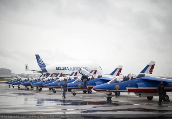 ベルーガ20周年記念 パトルイユ・ド・フランスと編隊飛行 【動画】 | FlyTeam ニュース