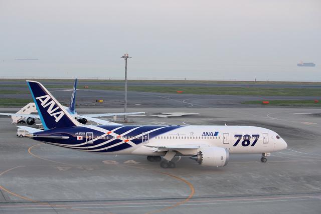 羽田空港国際線になぜかB787がいました?|ナナオの旅行記