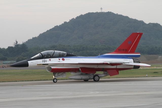 F 2 (航空機)の画像 p1_16