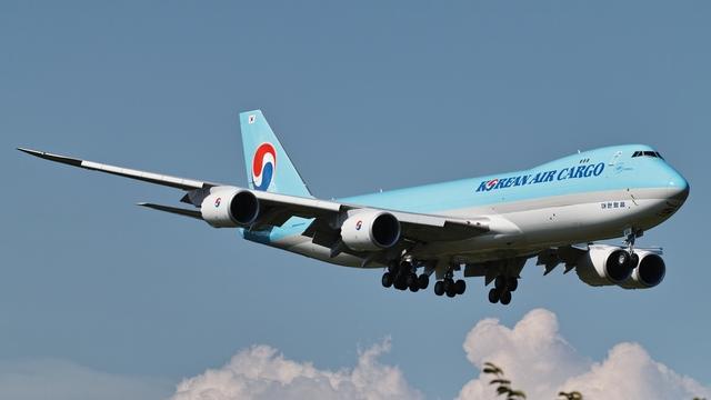大韓航空 Boeing 747-8 HL7610の航空機写真