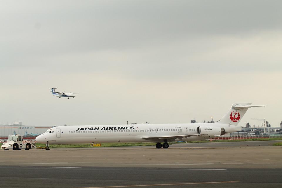 http://img.flyteam.jp/img/photo/000/433/584/JAL-JA8070-McDonnell-Douglas-MD-90-30-HND-433584_img_960_3987.jpg